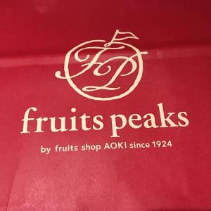 【フルーツピークスプレミアム 新宿店】の果物ケーキを食べてました。