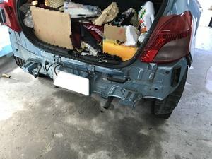トヨタ ヴィッツ(SCP90)はリアバンパー交換時にナンバーを外さなくても大丈夫!