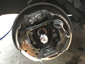 メルセデス・ベンツ A160エレガンス ドラムブレーキ損傷・ホイールボルト損傷