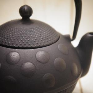 南部鉄器 急須鉄瓶 水玉450cc 岩手水沢 内面素焼き お湯を沸かせる小さな鉄瓶 可愛いドット
