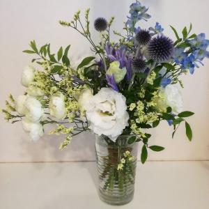 花を買って花を飾る