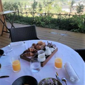奈良 桜井 万葉集の舞台の景色を見ながらの朝食