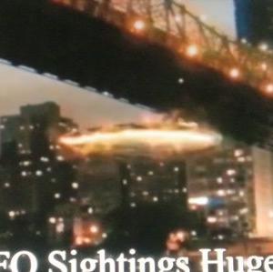 変わった形のUFO 別編 (IB 30:つり橋を潜り抜けるUFO)