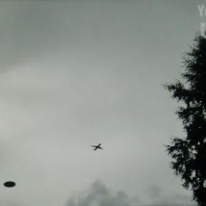 変わった形のUFO 別編 (IC 26:UFOと旅客機の遭遇)