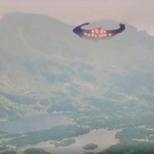 変わった形のUFO 別編(J A 17:腕を伸ばす様な巨大UFO)