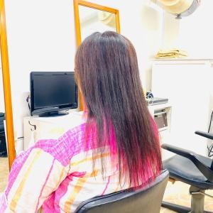 40代 ヘアスタイル ロング インナーカラー ピンク