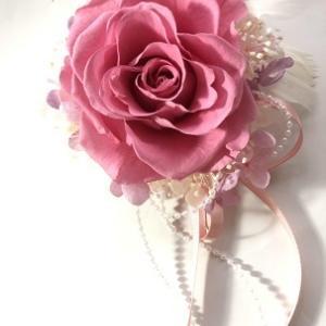 華やかなピンクのコサージュ♪