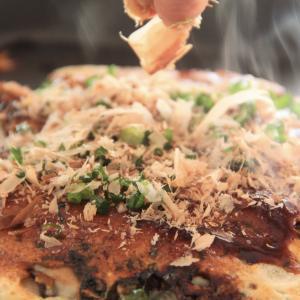 神戸流の中はとろりの牡蠣お好み焼き。 料理研究家 指宿さゆり