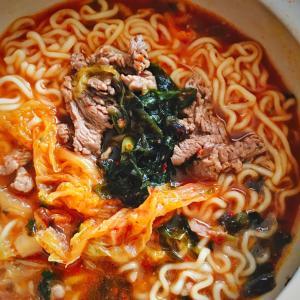 韓国インスタントラーメンでお昼ごはん
