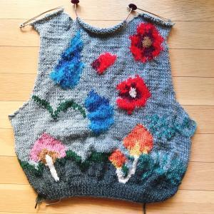 編み込みセーターの後ろ身頃が編めました