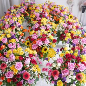 小学校中学校へお花をお届けしました