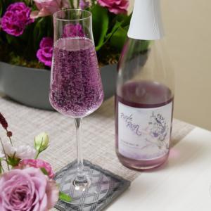 紫のスパークリングワインで