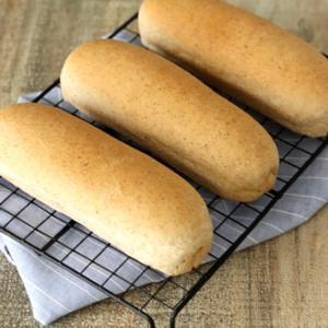 小麦胚芽入りのコッペパンでホットドッグ!