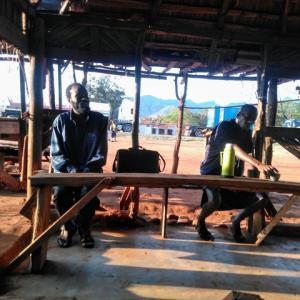 キンゴルウィラ村でアラビック・コーヒーを飲みながら