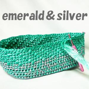 エメラルド色のバッグ