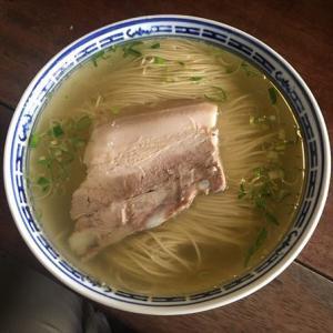 蘇州11 - 朝は再び蘇州麺!具を肴に朝ビールを決め、白湯麺と紅湯麺をすする!