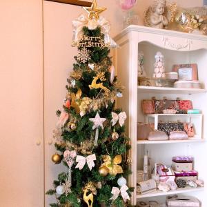 今年のクリスマスツリースリムタイプにしたよ♪去年までの(写真2枚目)はなかなか大き...