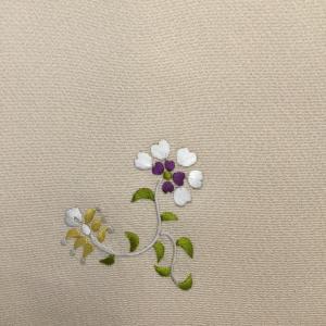 昨日の刺繍小紋について