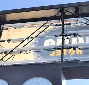 看板施工例 湘南/藤沢看板屋・ホテルの広告塔、電球交換工事