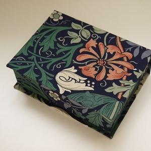 ウィリアムモリスのカーテン生地でブック型の箱