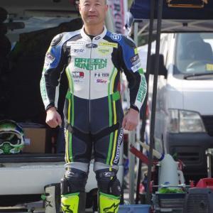 来シーズンのレーシングスーツは