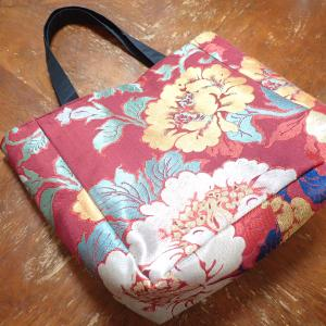 赤紫に和柄刺繍の豪華トートバッグ
