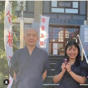 YouTubeでご紹介した宝泉寺の「勝ち守り」で須崎優衣選手、金メダルのお礼まいり!