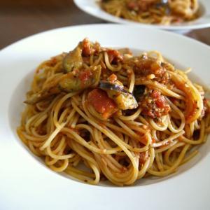 【簡単レシピ】茄子のツナとバジルのトマトソースパスタ♪