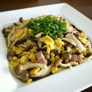 【簡単レシピ】茸のベーコンと炒り卵のレモンバター炒め♪
