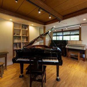 """名盤CDの演奏情報をスキャンして鍵盤を操作、""""名演""""を生で再現してくれる自動演奏ピアノ・・・"""