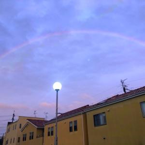 虹。夕焼け