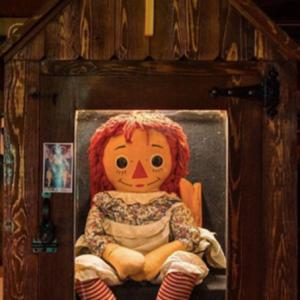 アナベル人形