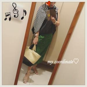 無印良品のボーダーカーディガンが便利!IENAの緑スカートをポイントにモノトーンコーディネート♡