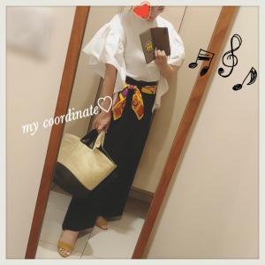 IENAのネイビーワイドパンツに、ボリューム袖ブラウス&ヴィンテージスカーフでお仕事コーデ♡