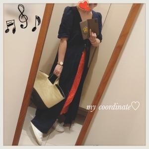 IENAの赤スカートを差し色に!ZARAのリネンマキシワンピース&スニーカーコーディネート♡