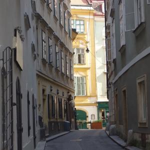 旧市街、朝の散歩