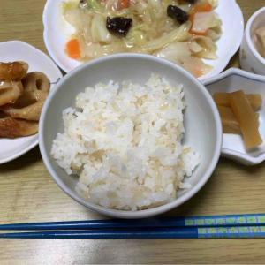 農夫の夕げ 八宝菜 ちくわの煮物 高野豆腐の煮物 沢庵