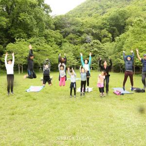 「自然遺産の森、新緑ヨガと低山ハイク」を開催しました!