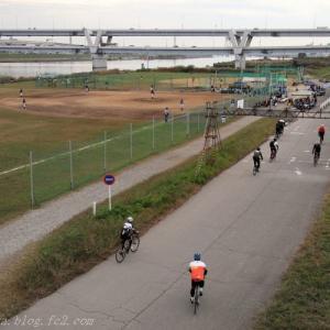 週末の荒川サイクリングロード