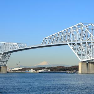 東京ゲートブリッジ越しに富士山