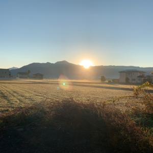 2020/11/25秋晴れの福井県大野市!荒島岳からの朝日浴びて