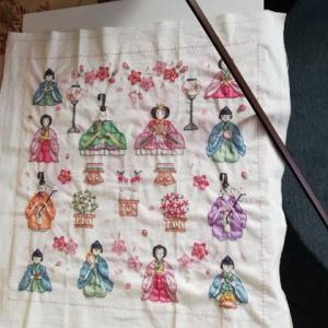 雛飾り刺繍やっと完成