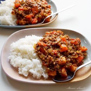 ひき肉のトマトバジル炒めでキーマカレー風