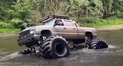 17万ドルのモンスタートラックで川を攻めるよ