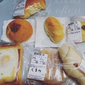 パン買いに