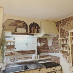 DIY♪キッチンのステンレス壁をアンティークタイル風に
