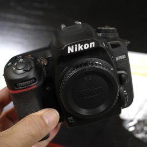 ニコンD7500〜〜!