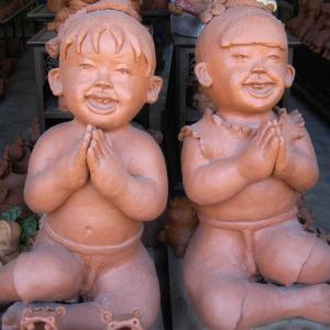 タイ北部で見かけた素焼きの人形