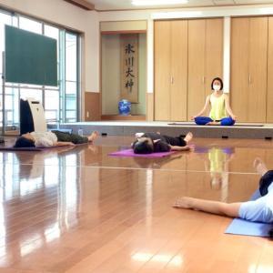 東京神社ヨガ(^人^)西新井氷川神社ヨガ教室