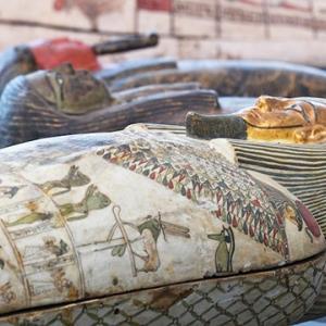エジプトで2500年以上前のミイラが100基あまり発掘